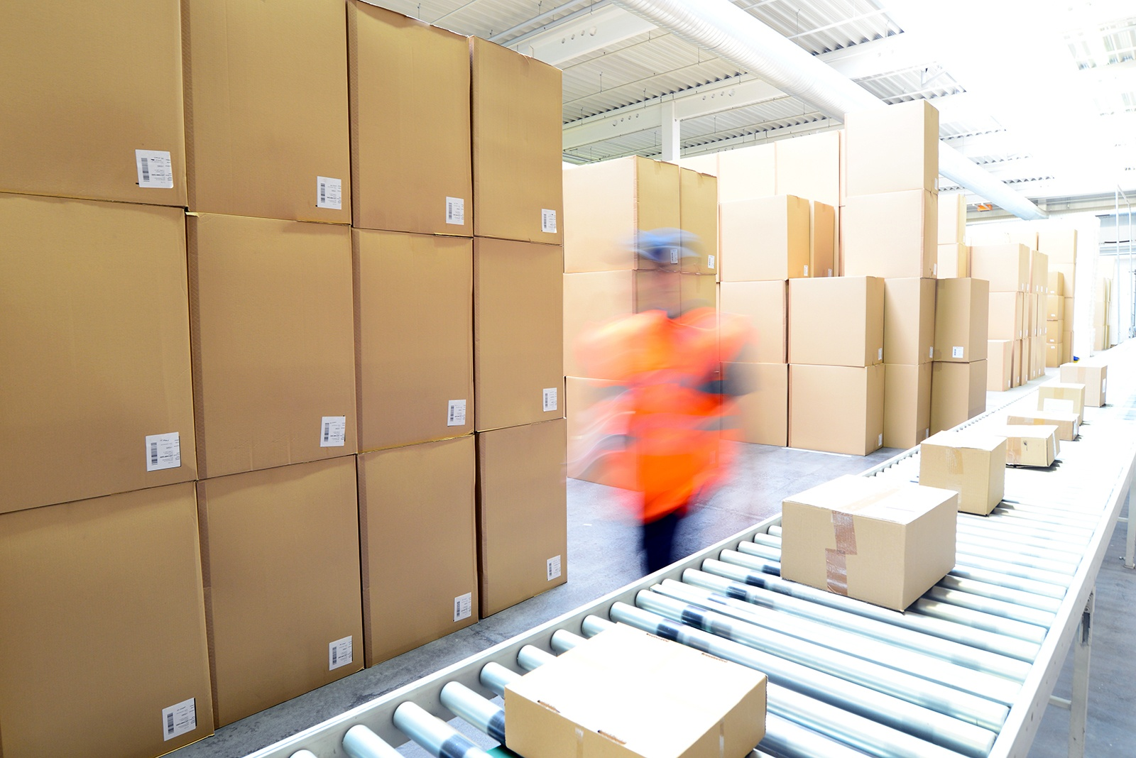 order-fulfillment-and-warehouse-management-lessons-from-amazon-prime-day.jpg